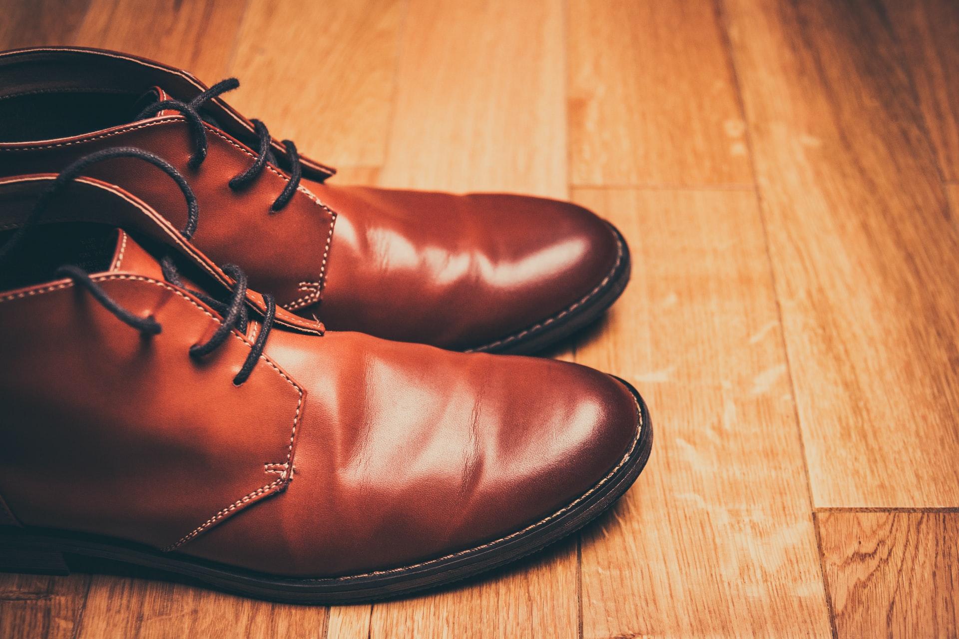 Jak dbać o buty zimowe? Poradnik dla zabieganych mężczyzn