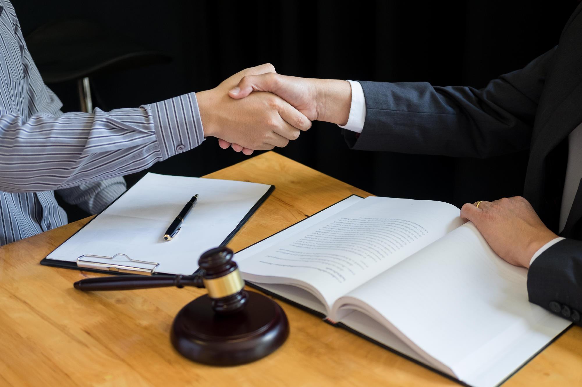 Jak uzyskać profesjonalne porady prawne online?